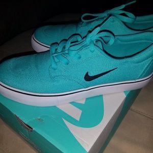 Nike Womens SB Clutch Turquoise Sneakers